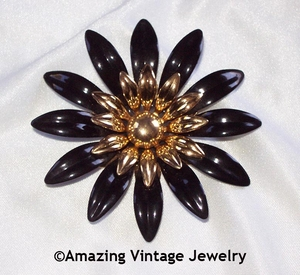 FASHION PETALS Pin - Black