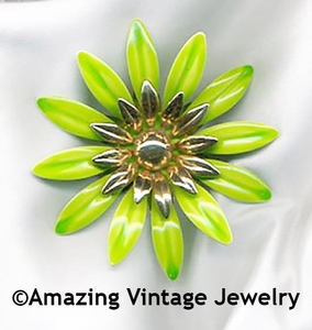 FASHION PETALS Pin - Green