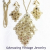 GOLDEN PETALS Necklace & Earrings Set