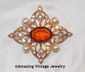 Great Britain Goldtone Pin with Amber Center & Faux Pearls