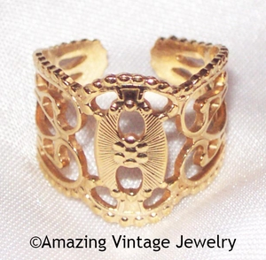 QUEEN'S LACE Ring - Goldtone