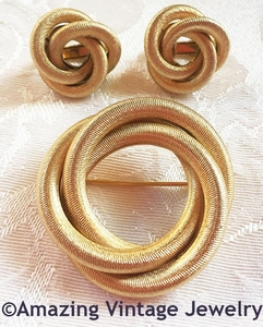 SARAH'S CIRCLE Pin & Earrings Set - Goldtone
