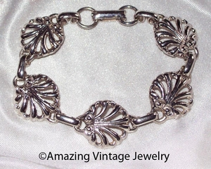 Unidentified Silvertone Shell Look Links Bracelet