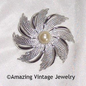 SILVERY SUNBURST Pin