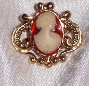 CAMEO MAGIC Pin