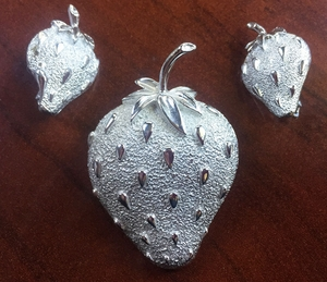 STRAWBERRY ICE Pin & Earrings Set