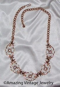 WHITE SOPHISTICATE Necklace
