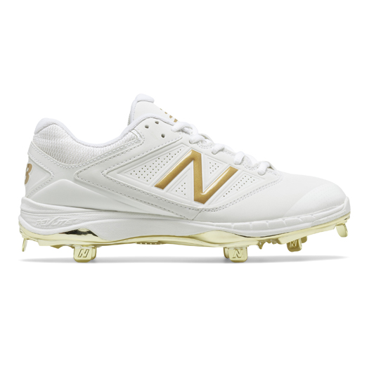 Get your head in the game with men's metal baseball cleats, molded cleats and men's training shoes by New Balance, all designed to have your back inning after inning.