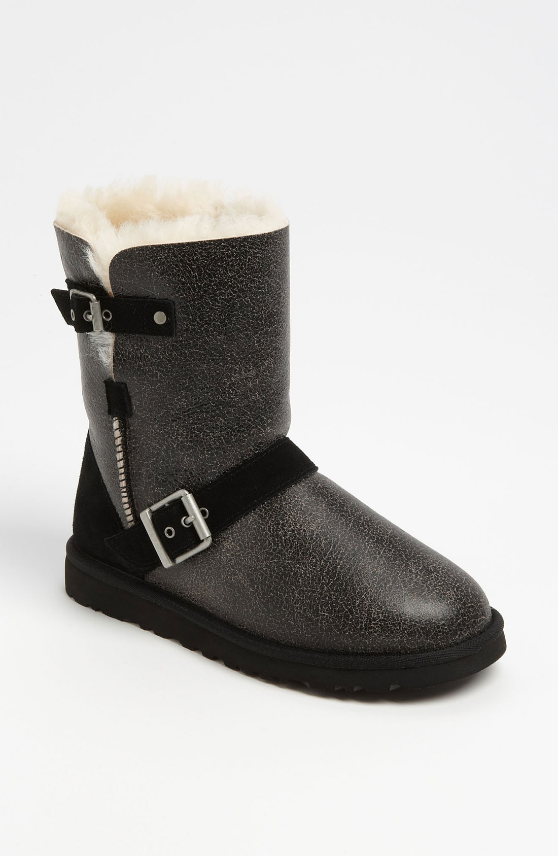 25885e46a2f UGG Black Classic Short Dylyn Boot