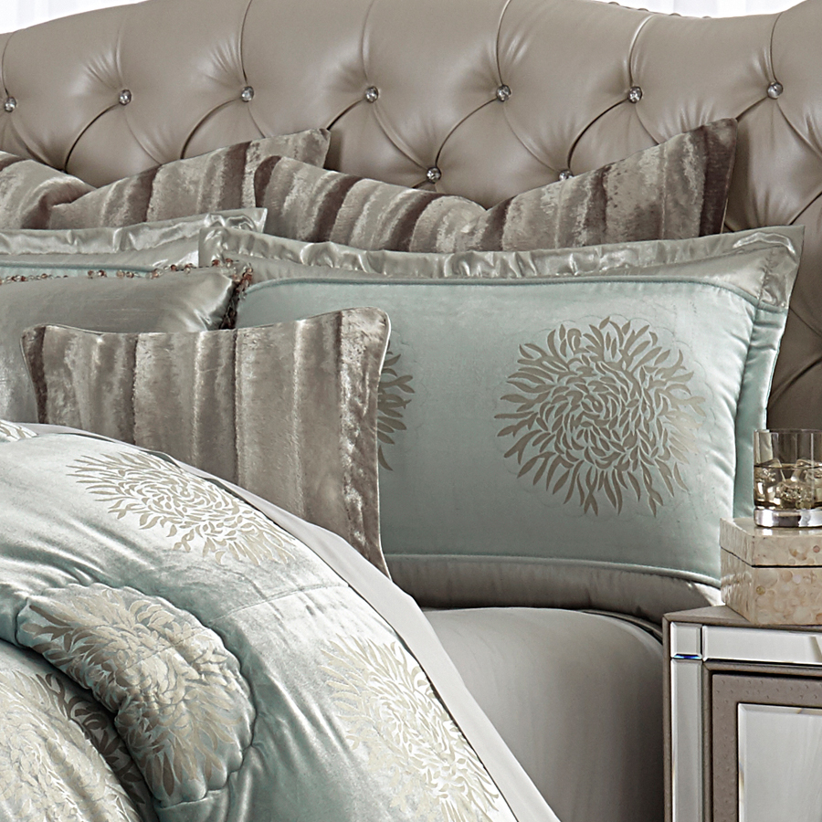 Michael Amini Regent Bedding In King And Queen Sizes