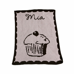 Personalized Blanket with Cupcake and Scalloped Border