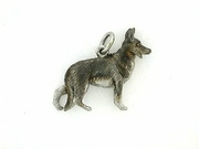German Shepherd K041W/Rhodium (18KWG)