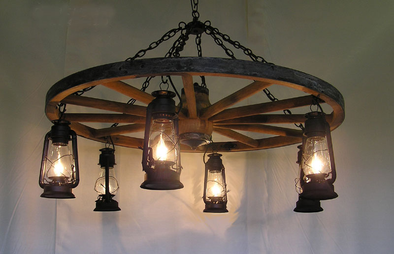 Dxww026 wagon wheel chandelier w old fashioned lanterns for Old fashioned lighting fixtures