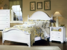 Country Panel Bed in Snow White
