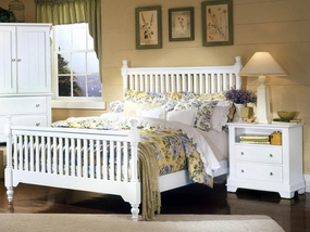 Country Slat Poster Bed in Snow White