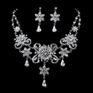 """Grand Gala"" Elegant Vintage-style Necklace and Earrings Set"