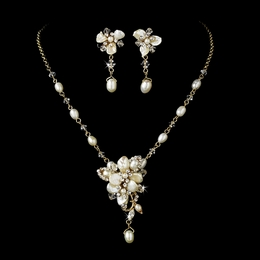 """Sea Breeze"" Freshwater Pearl Necklace and Earrings Set (Gold)"
