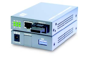 10/100TX to 100FX switch based converter, Singlemode, SC, 60KM with remote TP monitoring & loop back test features
