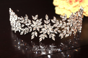 STUNNING royal collection Swarovski crystal wedding headpiece