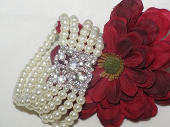 Carolina - GRACEFUL ivory pearl bridal bracelet - SALE!!