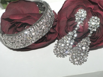 Dreams - Spectacular high end Swarovski crystal jewelry set - SALE
