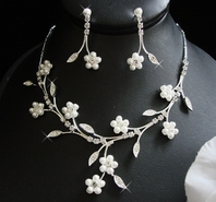 Tracey - Floral Pearl Necklace Set