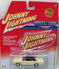 Johnny Lightning Muscle Cars USA 1967 Oldsmobile Cutlass 422 Car