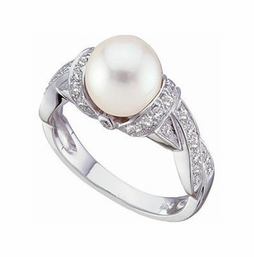 14K White Natural Pearl and Diamond Finger Ring