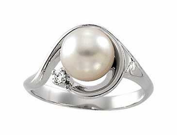 Diamond and Cultured Pearl Ring