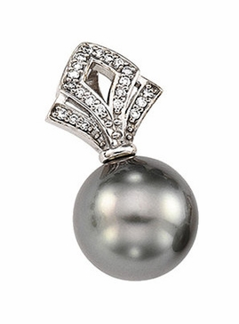 Elegant diamond pendant with Tahiti pearl