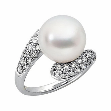 Elegant diamond ring with South sea cultured pearl
