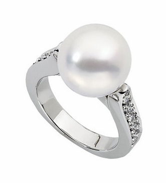 Enigmatic Diamond ring with South Sea cultured Pearl