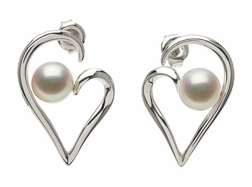 Heart Earrings in Natural Pearl