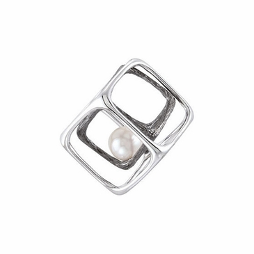 Pearl pendant with a Sterling silver Cube