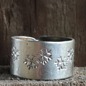 Silver Band Snowflake Ring. Christmas Ring with Snowflakes. Christmas