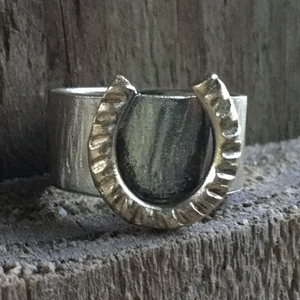 Valentine's for Horse Lover. Sterling Silver Band Ring with Brass Horse Shoe. Silver and Brass Ring