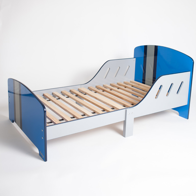 Classically Cool Toddler Bed Racing Stripes By P 39 Kolino