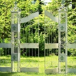 Fleur De Lis Garden Garden w/4 Pieces of fence