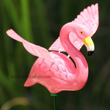 Pink Flamingo Garden Stakes, Flamingo Lawn Ornaments, Flamingo Decorations  At GardenFun.com
