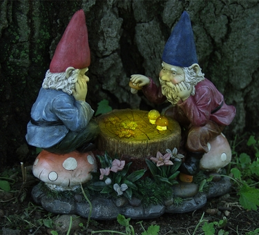 Genial Gnomes Playing Checkers : Non Lighting   Click To Enlarge