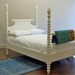 English Farmhouse Spindle Bed