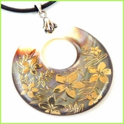 Circle Shaped Shell Pearl w/ Gorden Plumeria Inlaid Pendant