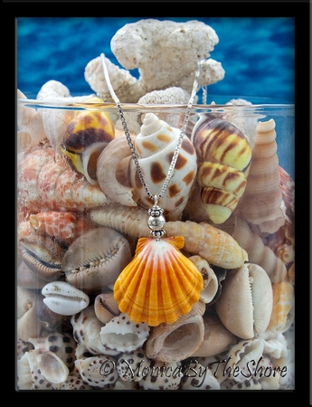 Jumbo Hawaiian Sunrise Shell Vintage Style Medallion Length Necklace
