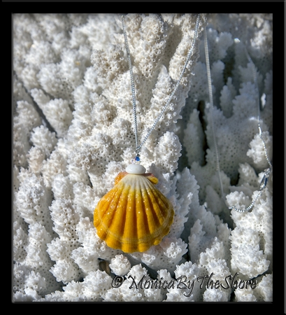 """Town & Country"" Style Jumbo Hawaiian Sunrise Shell Puka Shell & Swarovski Crystal Necklace"