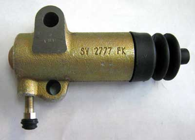 CLUTCH SLAVE CYLINDER  FOR 5211/5245, 5213, 6211/6245, 7211/7245, 7711/7745, AGRIPOWER 5000 & 7000 ZETOR TRACTORS (62452704)