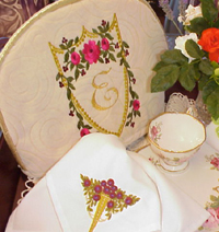Tea cozy & napkins with roses