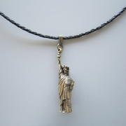 Antique Bronze Plated 3D Liberty Enlightening the World Metal Charm Pendant Leather Necklace