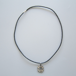 Vintage Silver Plated Marple Leaf Metal Lucky Charm Pendant Leather Necklace