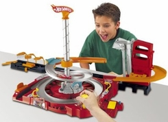 Mattell Hot Wheels Flip N Go Spin City Playset - click to enlarge