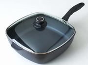 Swiss Diamond 66283 Covered Chicken Fry / Saute Pan, 11 x 11'' - click to enlarge
